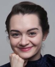 <?php echo Viktoria Hillisch